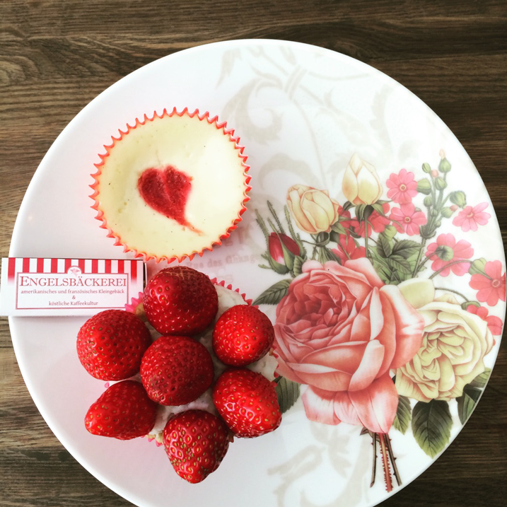 marketing-luebeck-blog-text-toertchen-erdbeeren-torte-baeckerei-